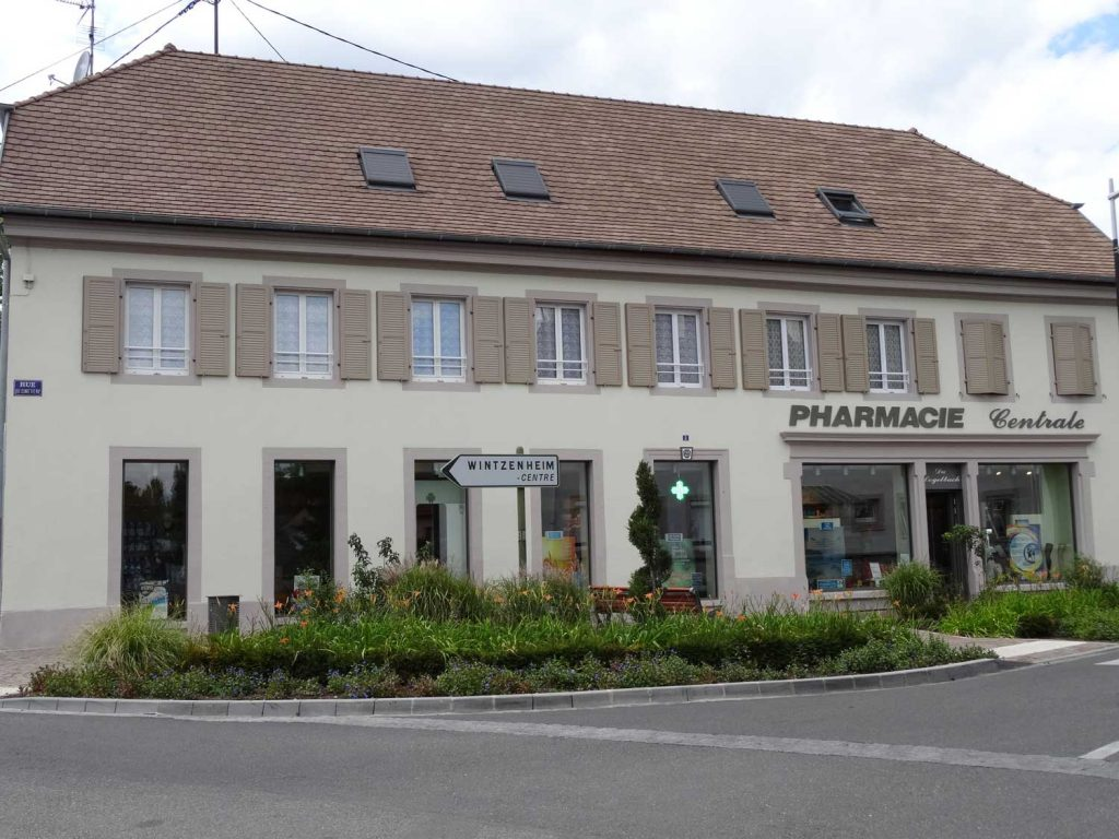 GO---1014940---PHARMACIE-CENTRALE-LOGELBACH---photo-apres---2012