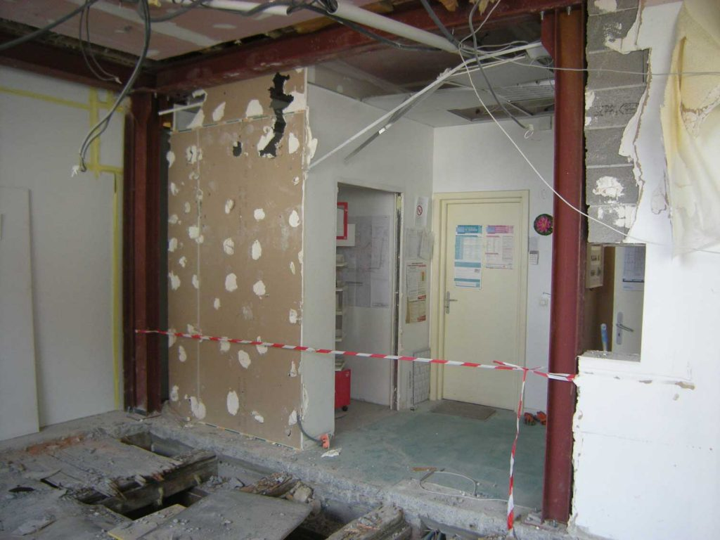 GO---1014940---PHARMACIE-CENTRALE-LOGELBACH---photo-pendant-2---2012